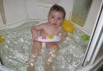 Как купать ребенка в душевой кабине